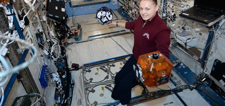 Yelena Serova con Spheres